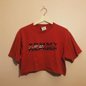 Cropped Tommy Hilfiger t shirt!